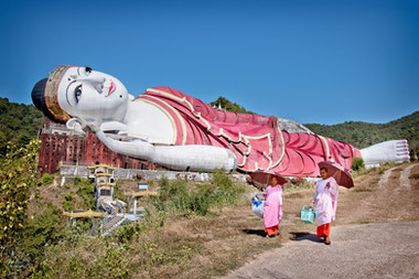 Birmanie Le bouddha couchée