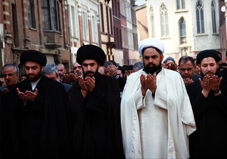 attentat mosquée groupe prie.jpg