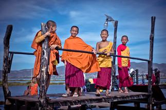 Jeunes moines au Lac Inlé - Birmaniejpg