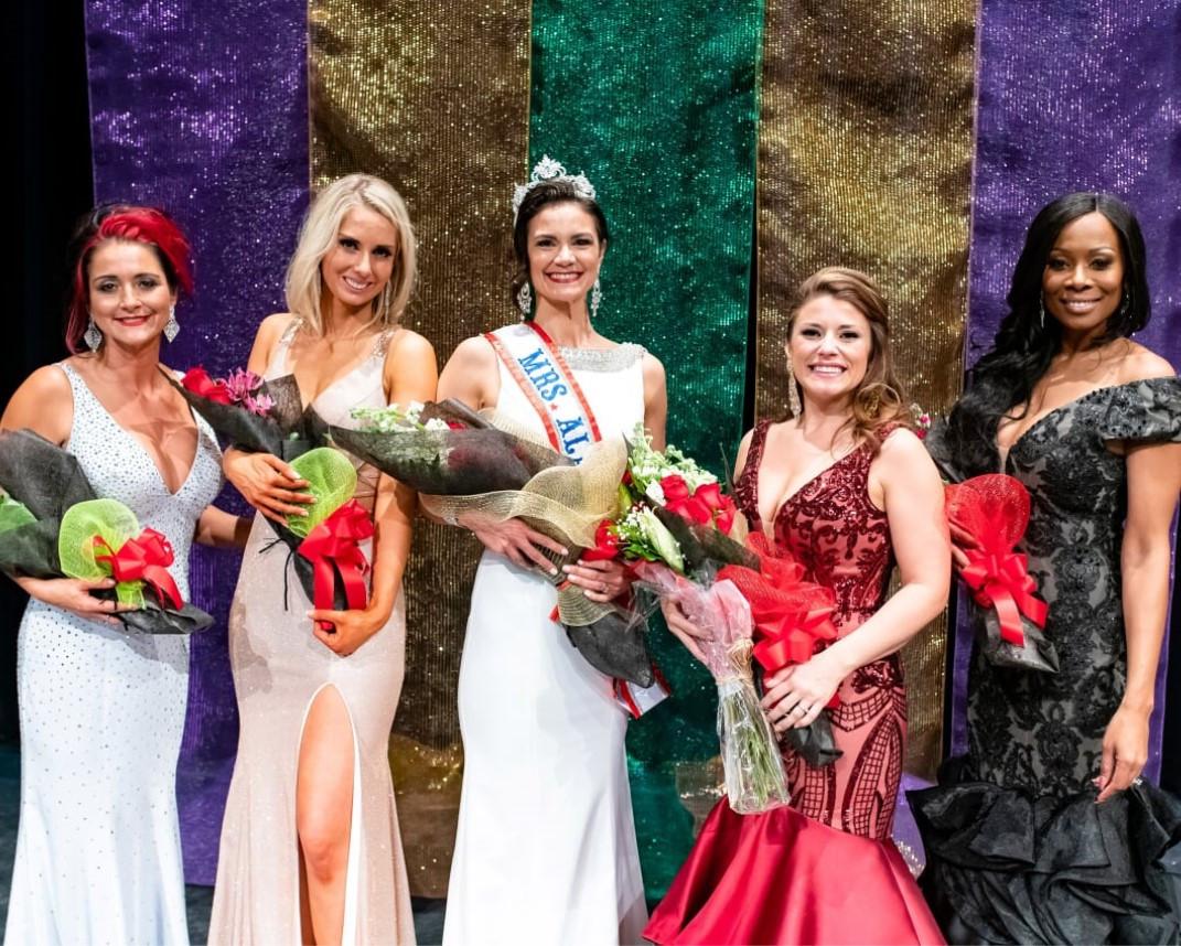 Top 5 Mrs. Alaska Court