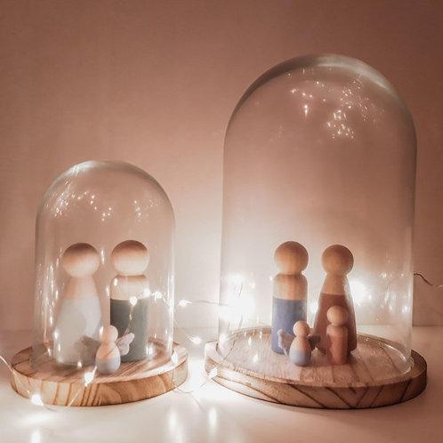 Glazen stolp op houten basis