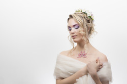 Coiffe et parures de bijoux pour un mariage