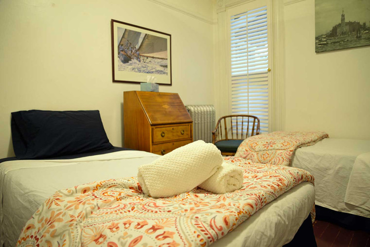 vancouver-guesthouse-twin-bed-room.jpg