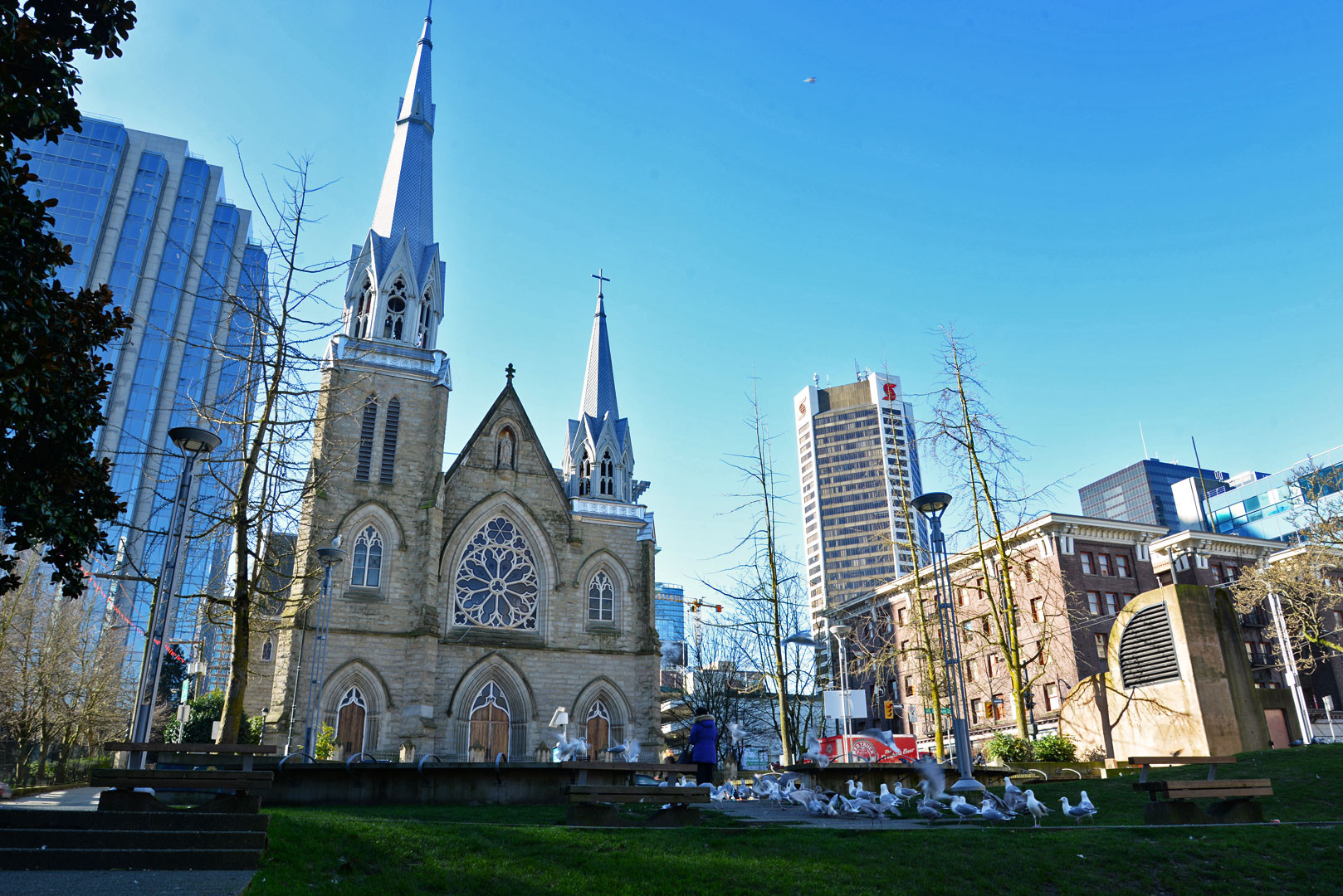 vancouver-downtown-guesthouse-cathedral-