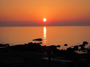 ある日の夕陽 風来望前の海岸にて.jpg