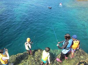 島に上陸して釣り.jpg