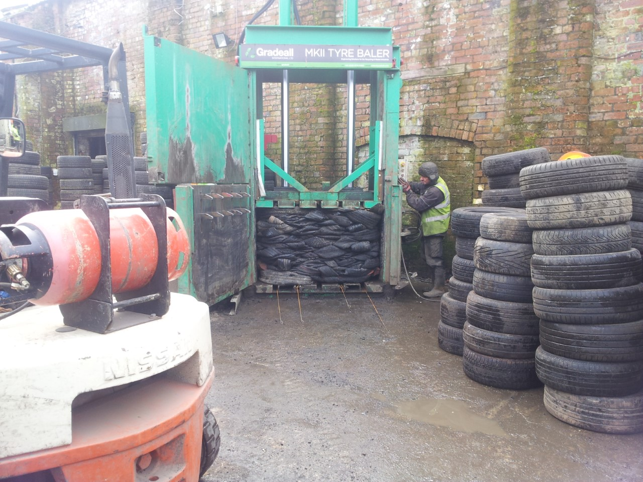 licenced tyre pic 5