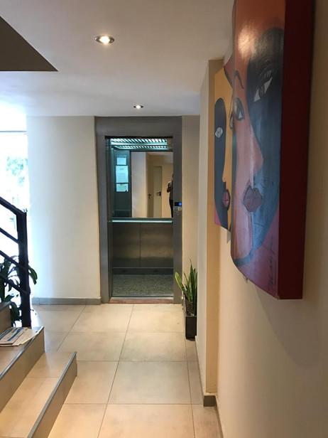 Pasillo ascensor.jpg