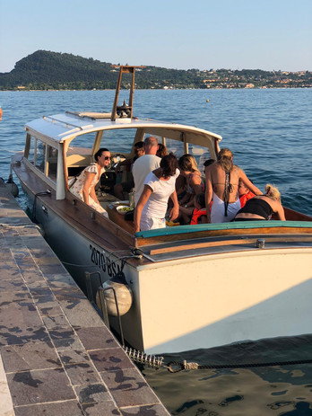 Pronti per l'aperitivo in barca