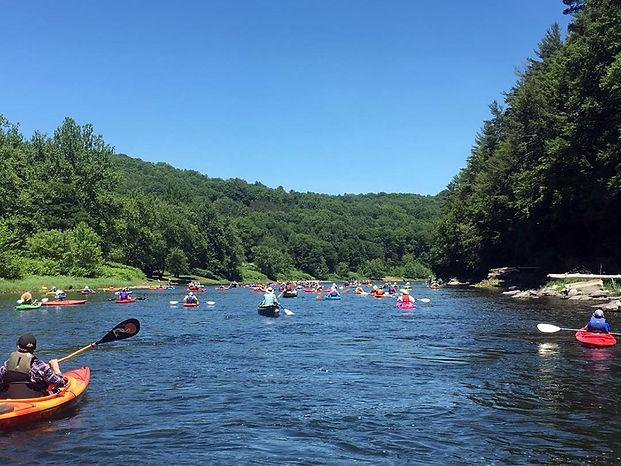 home_main slideshow_paddleable_kayakers_