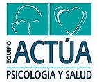 logotipo con cerebro y corazón de equipo actúa psicología