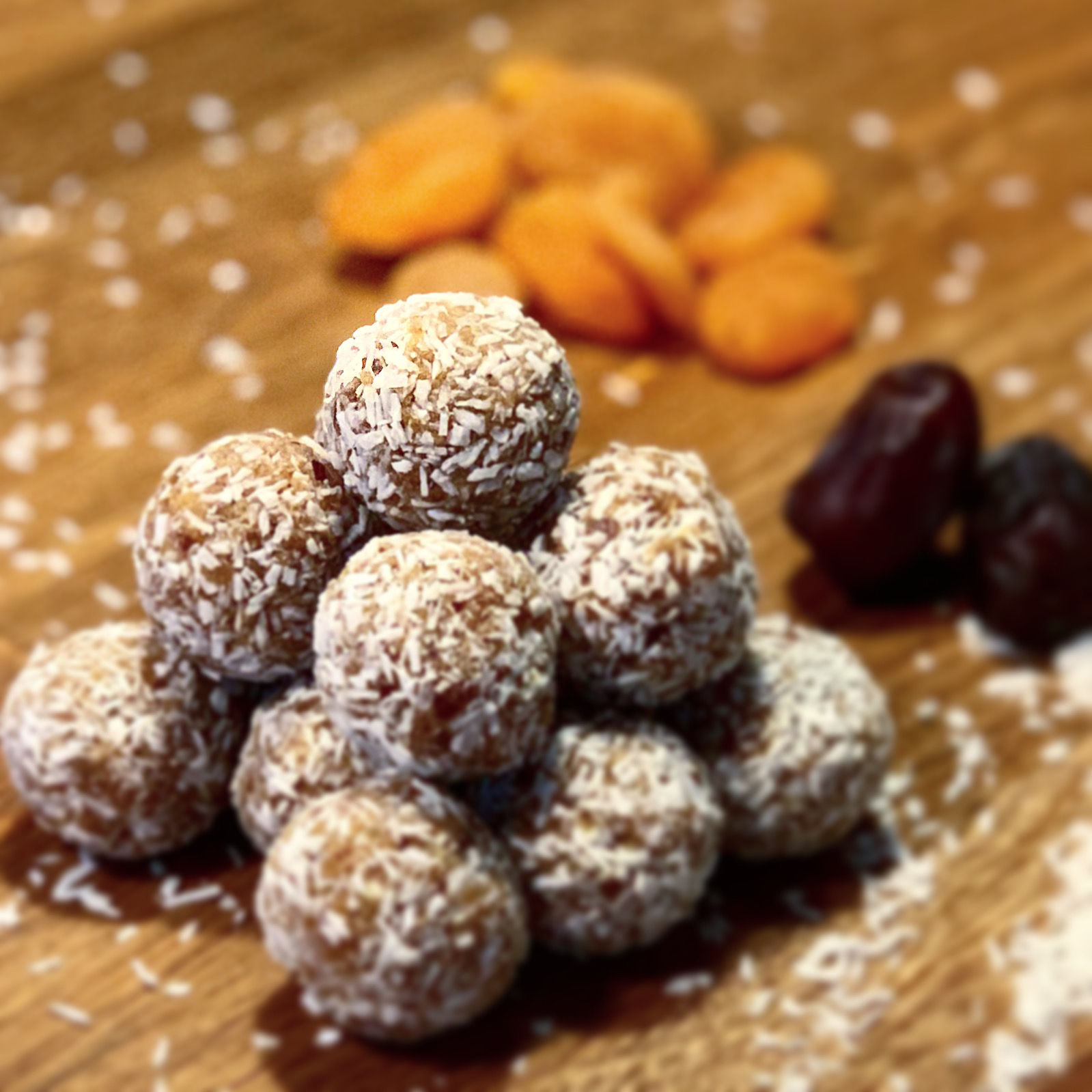 Vegan Dates & Apricot Bliss Balls