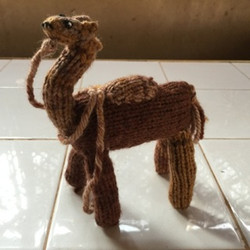 Knitted camel from Bounou