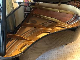 Кабинетный рояль C. Bechstein160C,производств Germany2012года,160см. длина, 3 педали (средняя педаль sostenuto),  идеальное состояниерояля, играли мало,цвет черный, недорого продаетсяподержанный рояль Бехштейн Германияб/у  Лучшая цена в Москве на мало игранный небольшой немецкий рояль Бехштейн, модель 161 С,дека точно целая!  Купить комнатныйрояль Bechstein,2012года по б/у цене с фирменной банкеткой, крепкий строй,молоточкиполные.