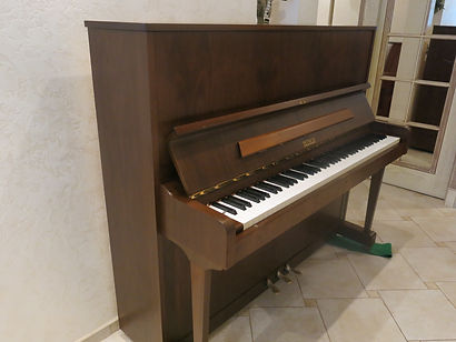 пианино Petrof 125см высоты, 1989 года, концертное звучание, крепкий строй, б/у - бывшее вупотреблении немного,состояние нового инструмента