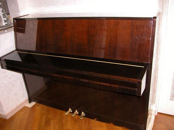 Европейское пианино Petrof 116 mod. Sonatina II,1989 года выпускас паспортом. Подержанное пианино б/у Петроф 116, модель Сонатина 2, три педали, 88 клавиш, орех, полированное, настроено по камертону 440Гц, полная клавиатура,     благородное звучание, дека точноцелая, состояние нового инструмента по недорогой цене. Инструмент настроен, на гарантии, с доставкой по Москве...  Купить б/у пианиноПетров 116(модель 116см. высота, по фактy высота 115см)