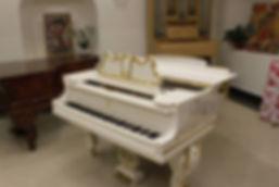 Рояль Steinway & Sons vip - класса, белого цвета, с резьбой, узоры золотом, 180, состояние нового Комиссионные пианино и роялиб/у салон магазинeuropiano.info Москва Россия продать купить б/у пианино или рояльподержанное антикварное или новое фортепиано комиссии реализацию выкуп по выгодной лучшейцене в МосквеМосковской областиКомиссионный салон сшироким выбором импортныхевропейских подержанных и почти новыхинструментов пианино роялей по б/у ценеЕвропейские пианиноPetrofПетроф ПетроффAugustForster Ферстер Wеinbah Вайнбах Roslеr Реслер Sсholzе ШольцеSteinway & sons СтейнвейYamahaZimmermann Циммерман Ronisch Рениш Geyer Гейер Fuchs Mohr Фукс Майер Niendorf Ниендорф GerbstadtГербштадт WagnerВагнер Becker Беккер Schroder Шредер Hupfeld Хупфельдт Wolfframm Вольфрам Knight Кнайт Schiller Шиллер Hailun Piano ХайлунHermann ГерманHoffmann Гофман Хоффман Brodmann Бродман Купитьрояль Bluthner Блютнер Bechstein БехштейнSteinway SonsСтейнвей Grotrian SteinwegГротриан бу бу