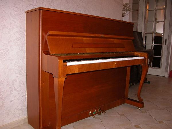 пианино Petrof 118 Poloschip 2005 года, паспорт,  орех, очень красивое, настроено,  благородное звучание, дека точно целая, б/у состояние нового инструмента. Пианино Петроф 118  Полошип  (Пианино 2000-х годов Петрофф Петров)