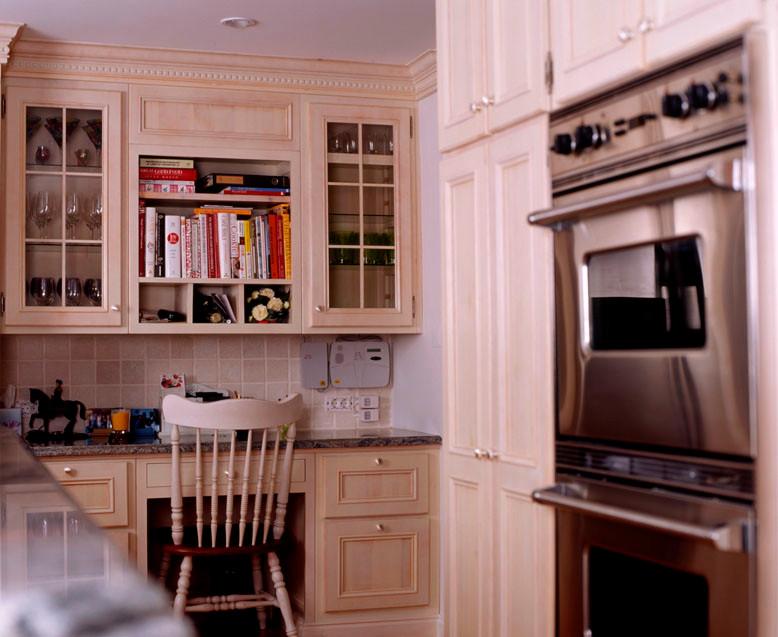 Cozinha clássica pintada estilo americano . Cascais . 2007