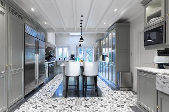 Cozinha clássica pintada . Aroeira . 2016
