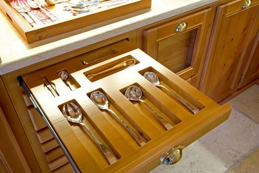 Armário de cozinha para faqueiro . Alvito . 2004
