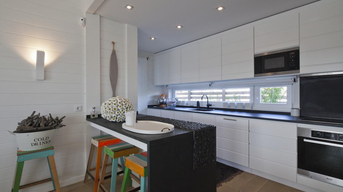 Cozinha contemporânea pintada