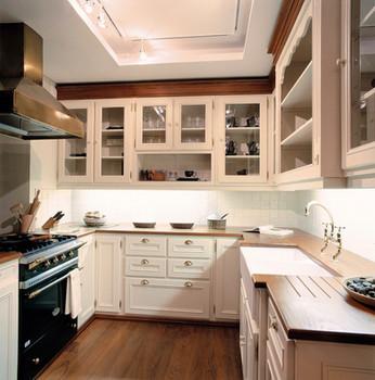 Cozinha clássica pintada . Colares 2003
