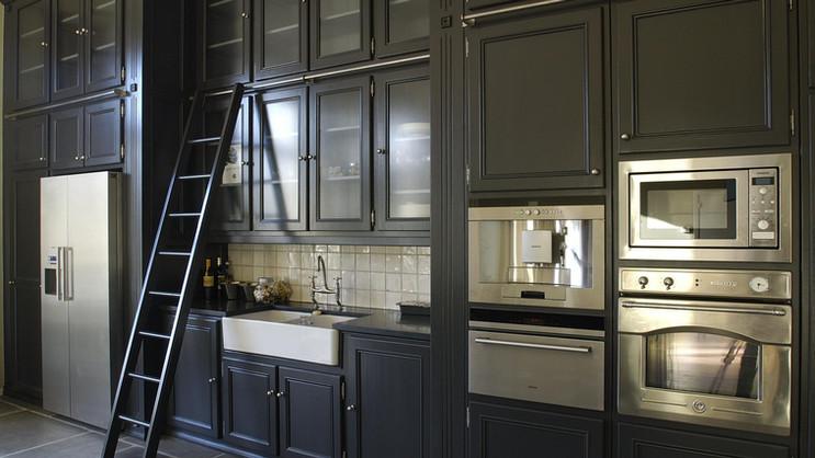 Cozinha clássica pintada . Bruxelas . 2007