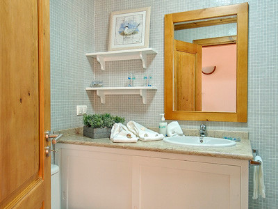 Armário de casa de banho . Algarve . 2007