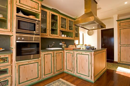 Cozinha clássica pintada . Azeitão. 2002