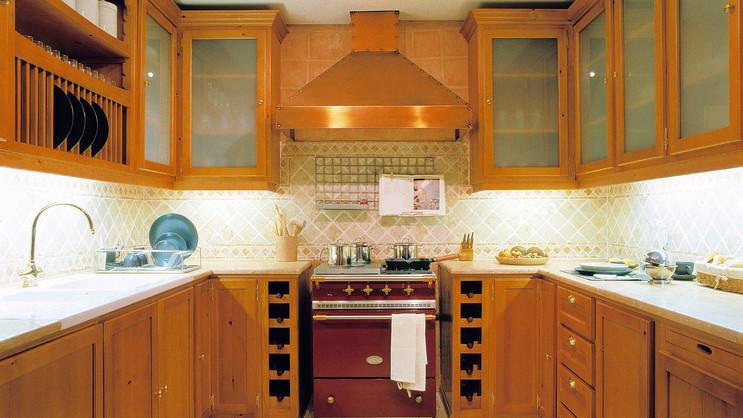 Cozinha clássica . Antigo Showroom VJ em Colares . 2001