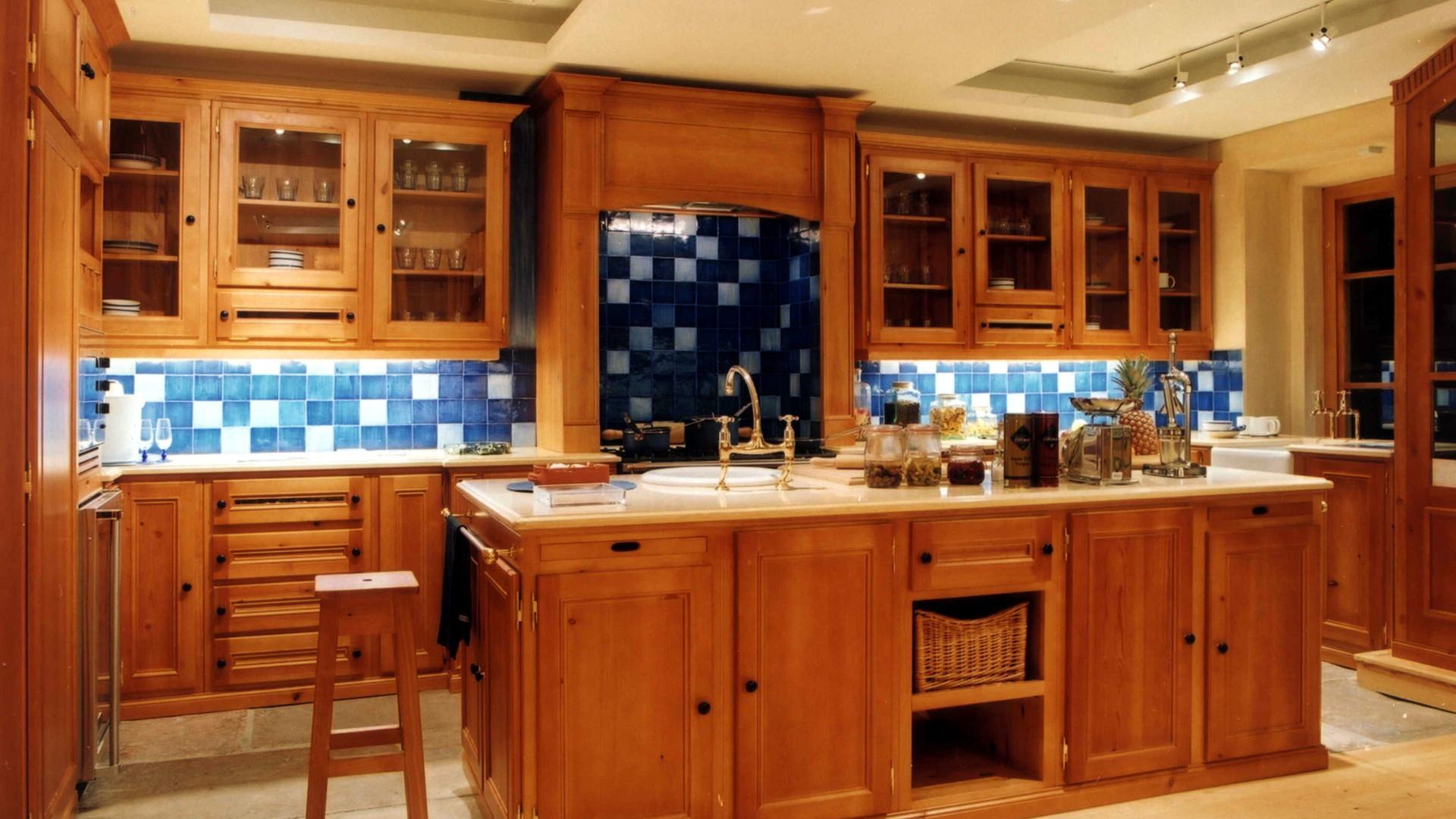 Cozinha clássica . Antigo Showroom VJ em Colares . 2000
