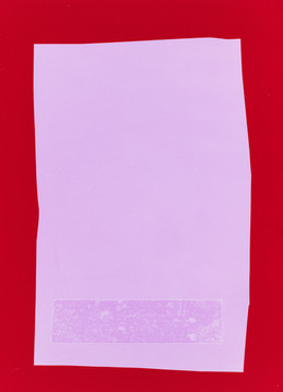Streifen auf Blatt auf Rot