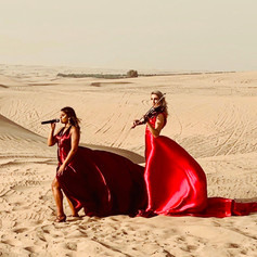 Female singer-violin duo