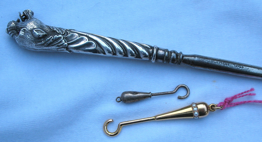 Leopard head button hook with seed pearls