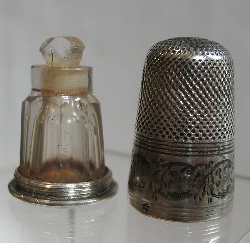 Rare silver thimble with a screw on to a silver base