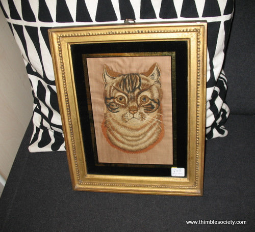 Silk embroidered cat picture