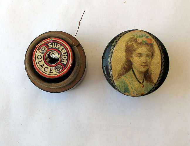 Cotton reel holder with print on top F162