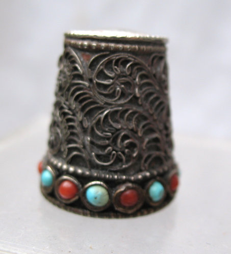 Thimble with pverlat of fine filigree