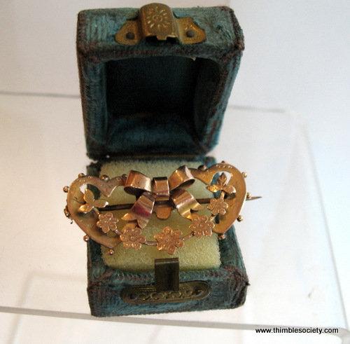 9ct gold twin heart brooch