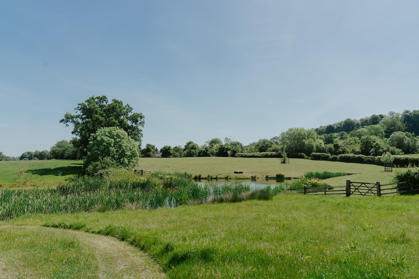 Pond Primrose Hill Farm Wedding Venue with view of the cotswolds