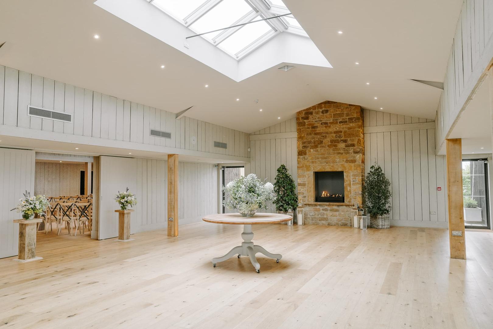 Modern wedding barn venue in oxfordshire