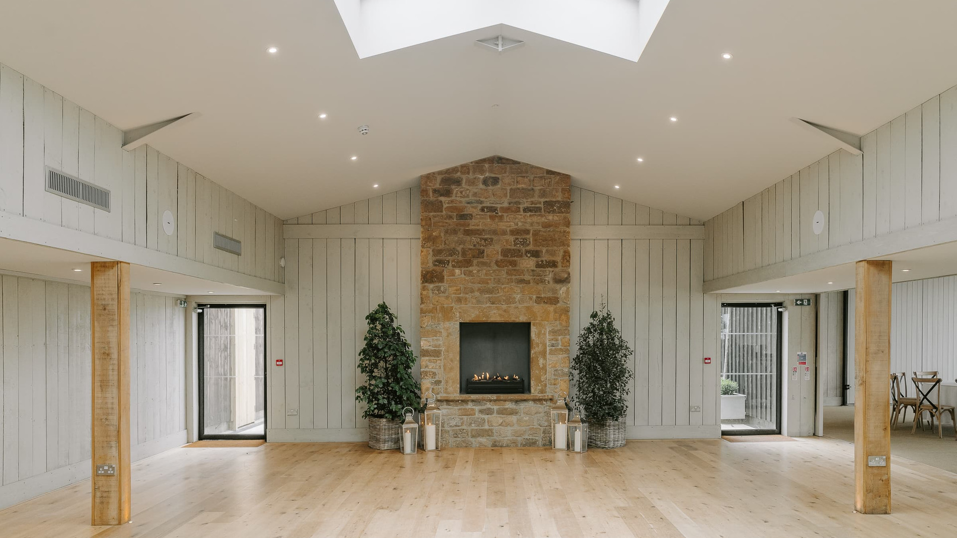 Modern Wedding Barn in The Cotswolds Oxfordshire