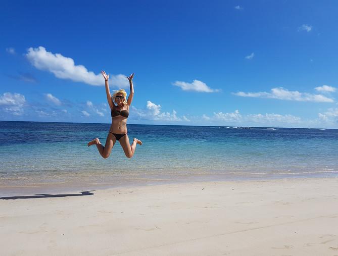 Anne am Strand in der Karibik