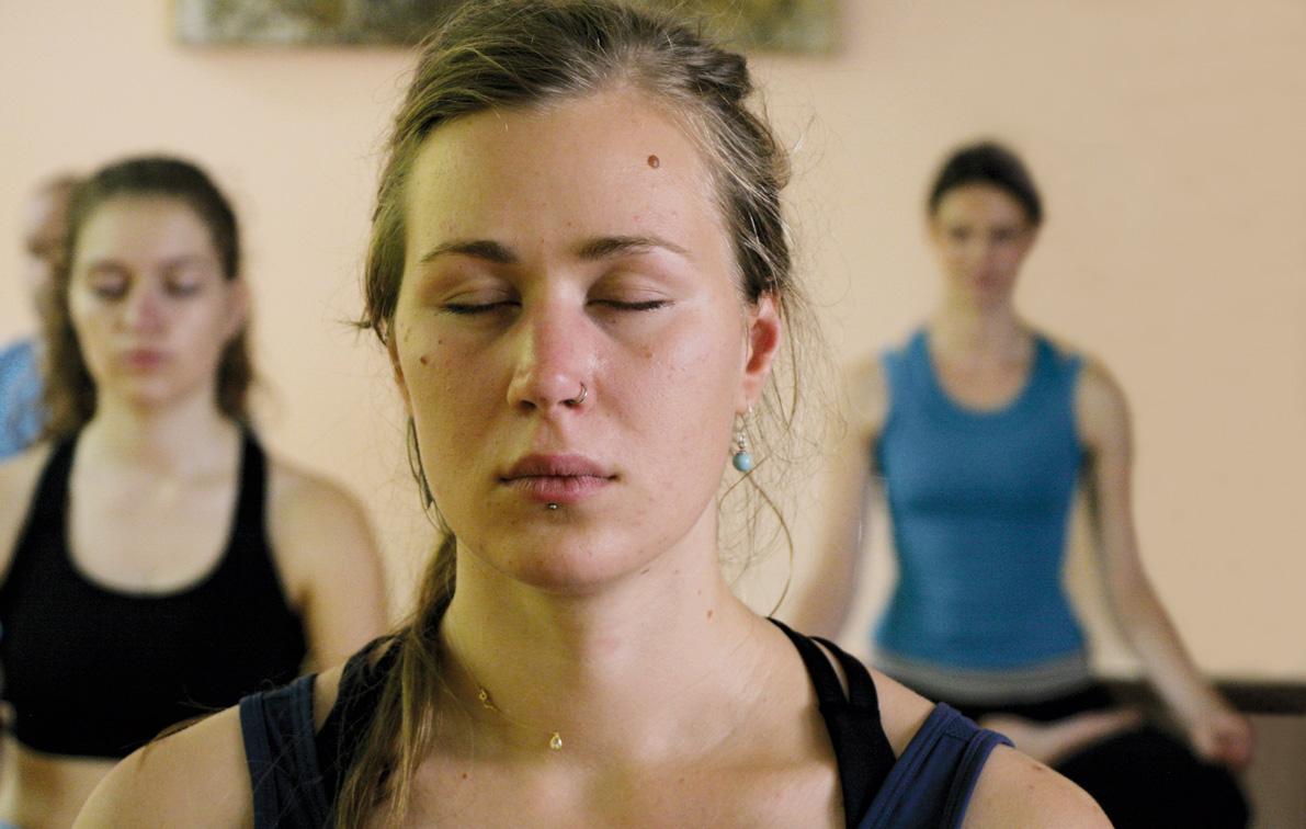 Schülerin bei der Meditation
