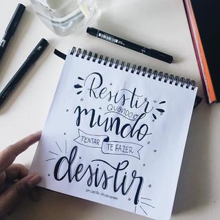 RESISTIR QUANDO O MUNDO TENTAR TE FAZER DESISTIR
