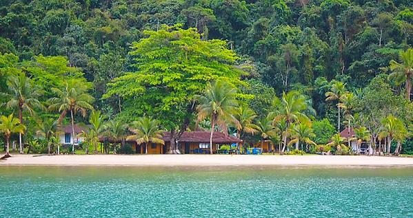 Mamanguá_Beach_Hostel_-_pé_na_areia.png