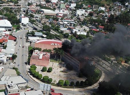 Congreso de Guerrero incendiado 🔥 y desvalijado 😞.
