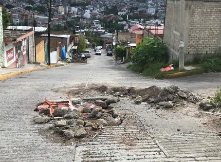 8 meses tardaron en pavimentar 1 METRO de calle. Una magno obra más de Toño Gaspar.