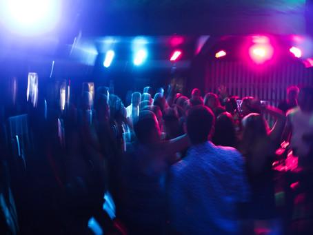 Joven muere 😵 tras contagiarse de COVID 🦠 en una fiesta.